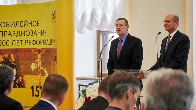 IL PRESIDENTE DELLA CHIESA AVVENTISTA MONDIALE INDICA LA BIBBIA AI LEADER RUSSI