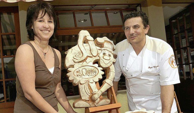 Prangins le 20 mai 2012. Fᅢᆰte au village ᅢᅠ l'occasion des 20 ans de la boulangerie Fayet, avec la participation des commerᅢᄃants de la place. Marinette et Christian Fayet. ᅡᄅ