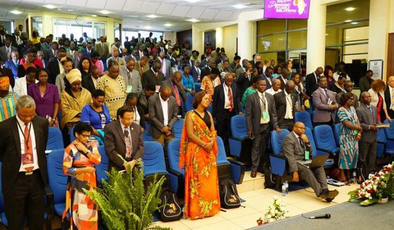 LA POLIGAMIA, CONIUGI IN CARRIERA E TEMI RIGUARDANTI LA CULTURA AFRICANA ALLA CONFERENZA TENUTASI IN KENYA